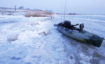 Kayak-winter-fishing
